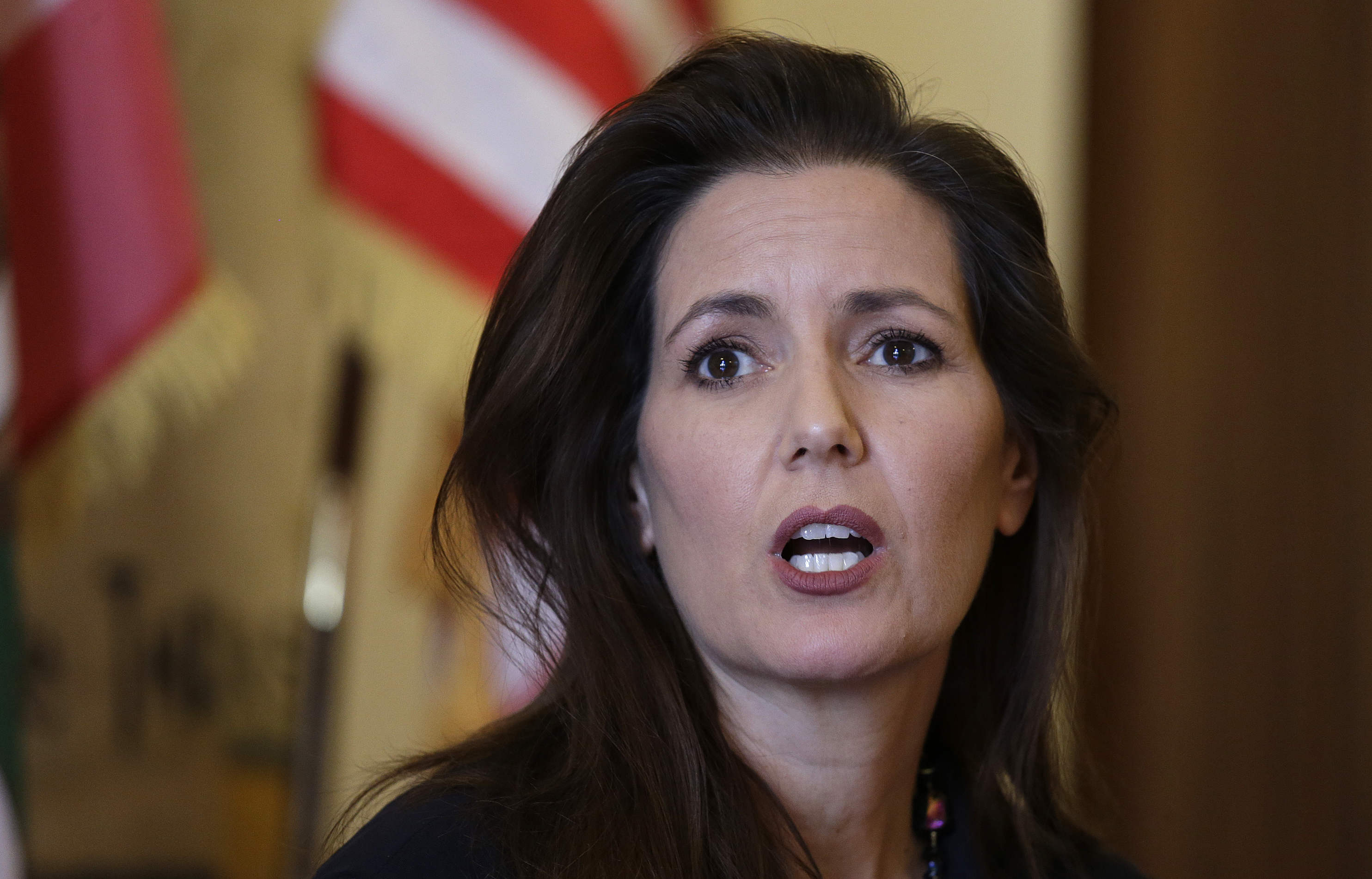 Oakland Mayor's home vandalized just before she votes 'no' on defunding the police thumbnail