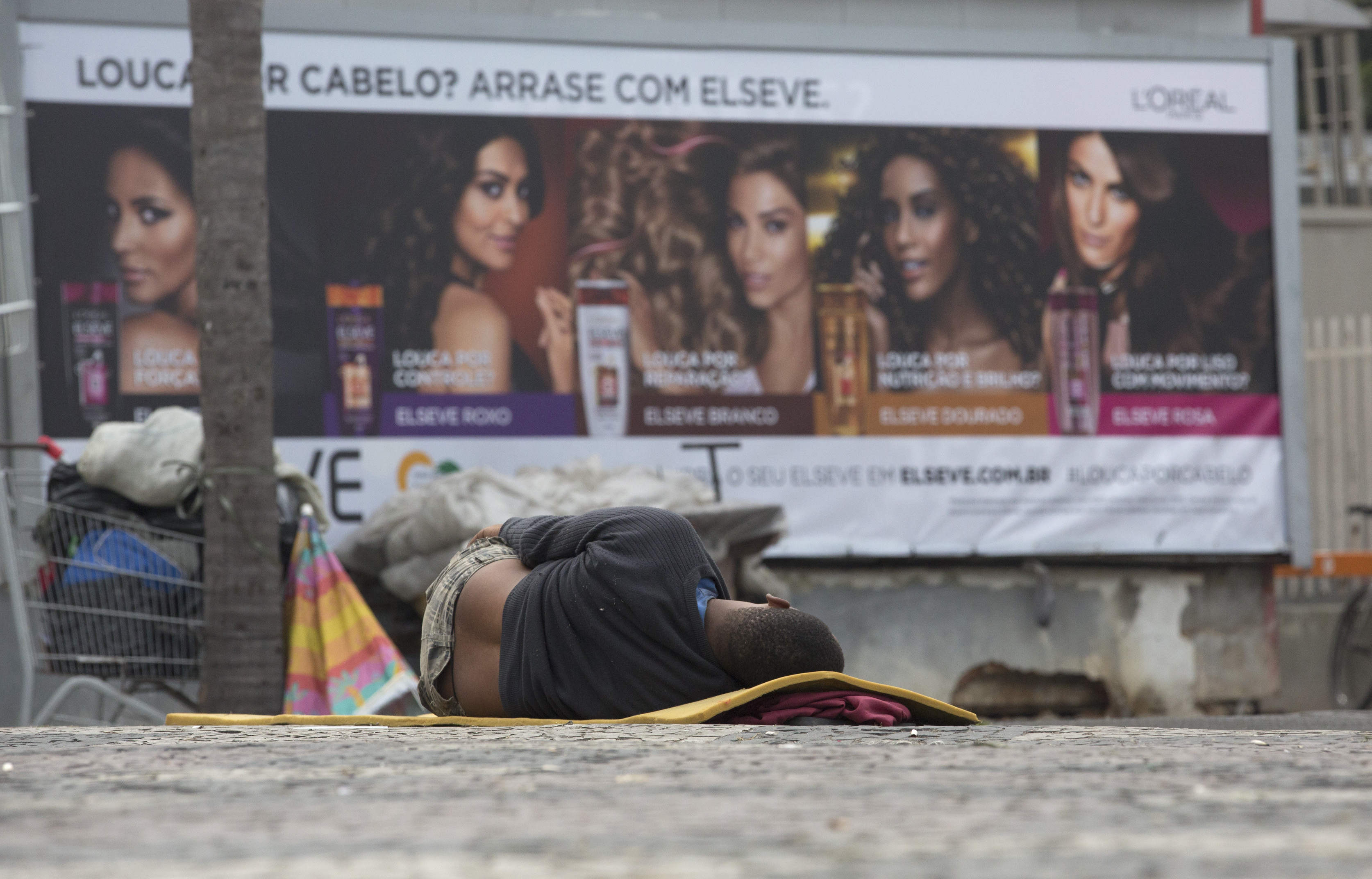 Hungry Rio de Janeiro residents suffer after soup kitchens shut down