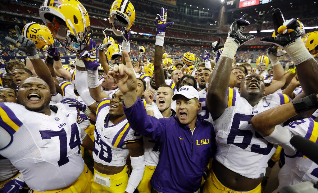 Former LSU coach Les Miles accused of inappropriate conduct with female students: report - Fox News
