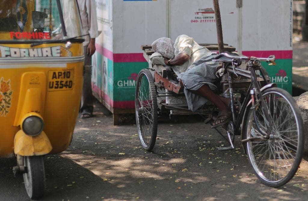 India boy, 3, survives 35-foot fall thanks to passing rickshaw, dramatic video shows