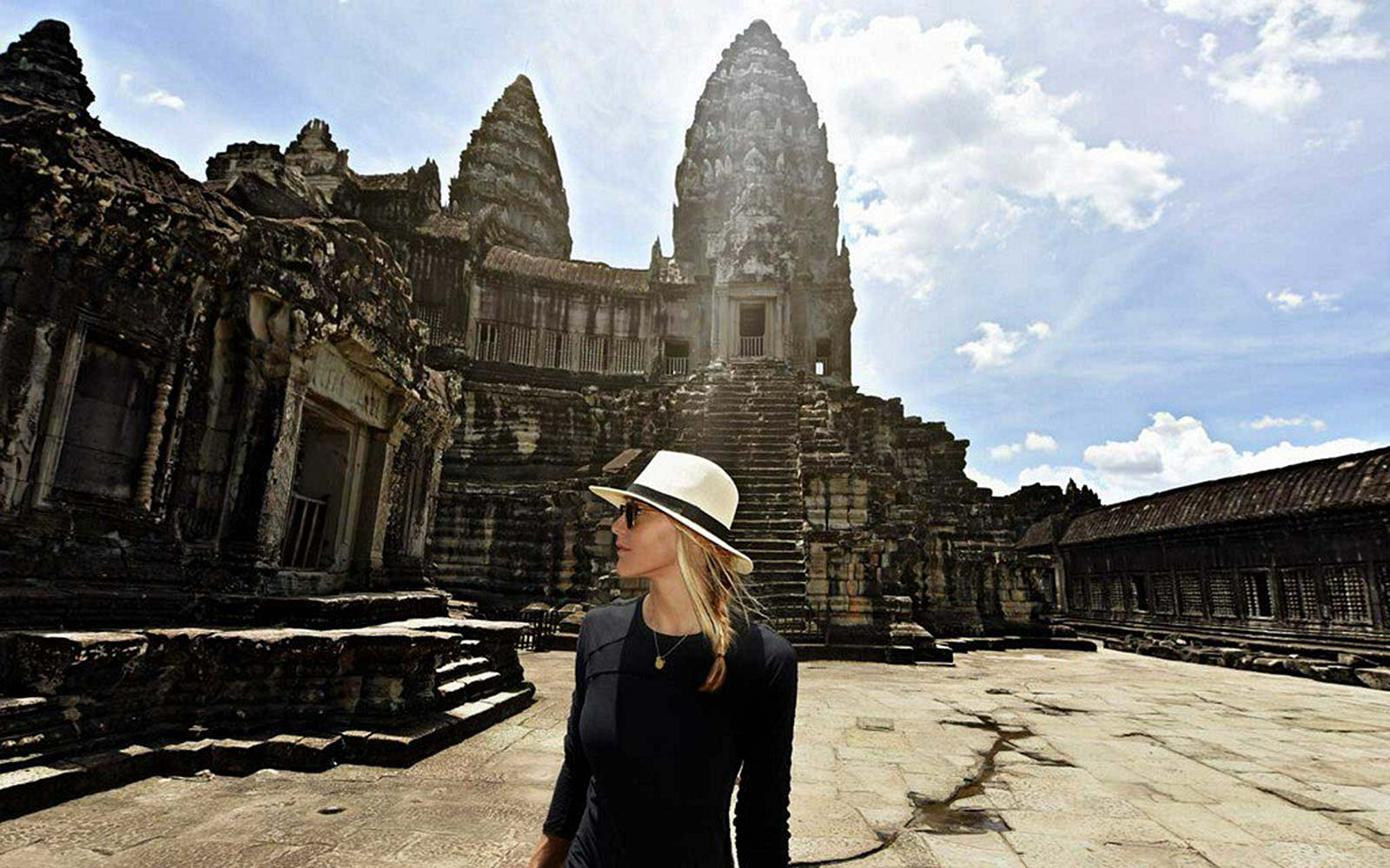 27-year-old becomes first woman to visit every country in the world