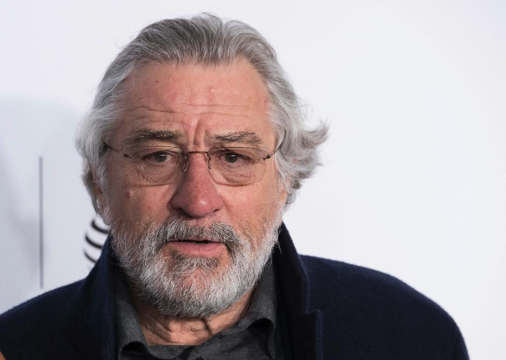 Robert De Niro had a meltdown outside of a Manhattan courthouse after a day of divorce proceedings thumbnail