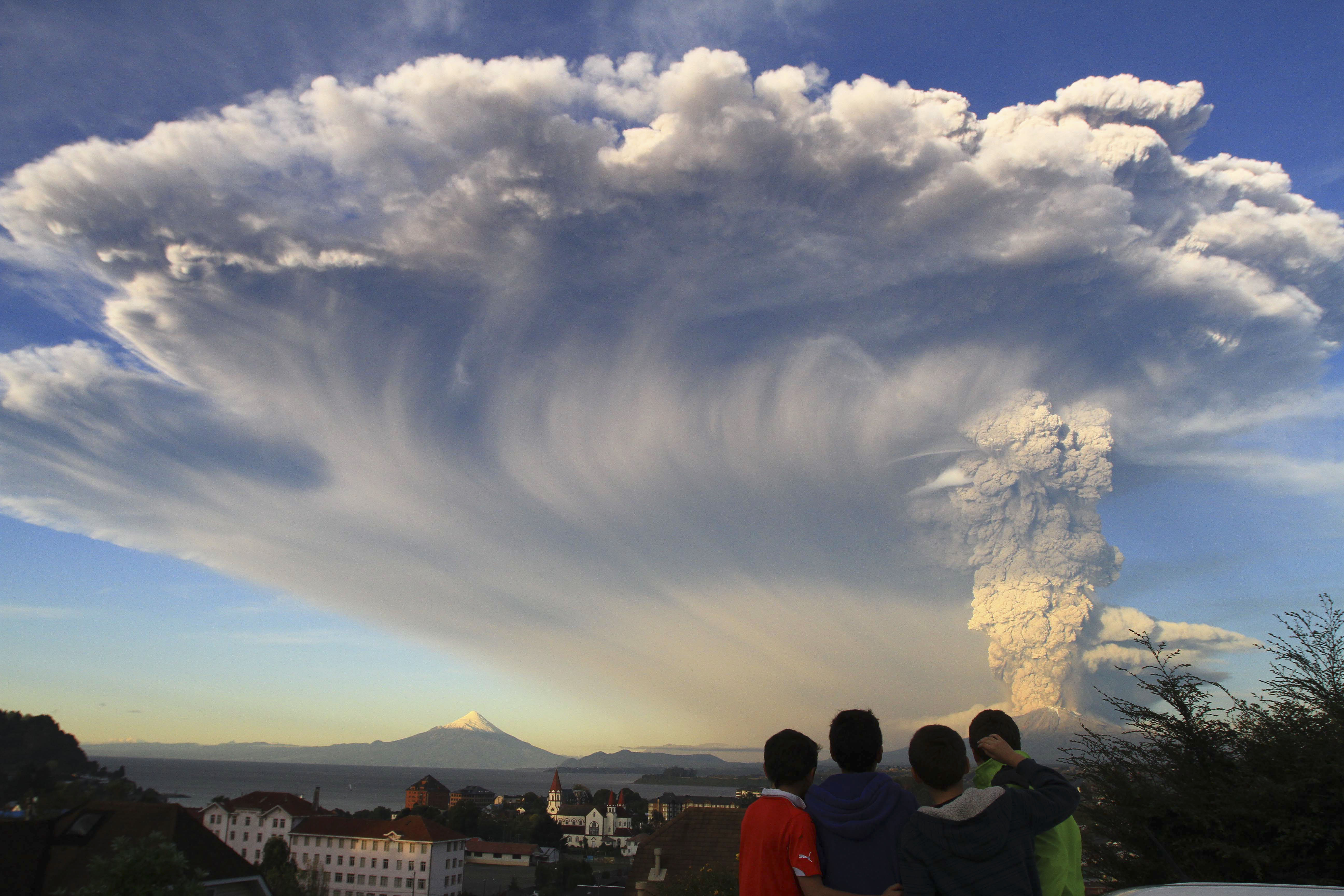 Chilean authorities urge 2,000 people near volcano to evacuate as precaution | Fox News