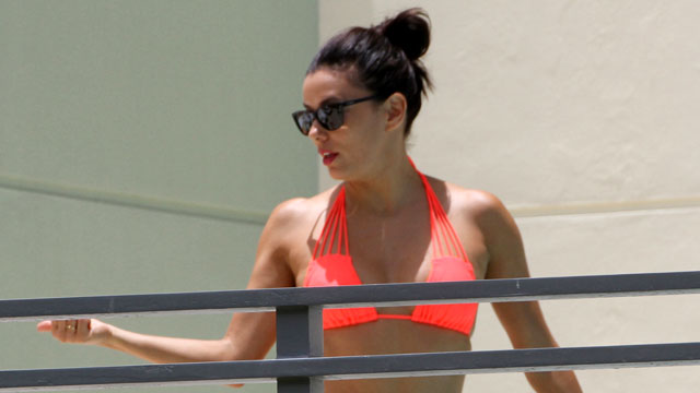 Eva Longoria shows off bikini body on vacation