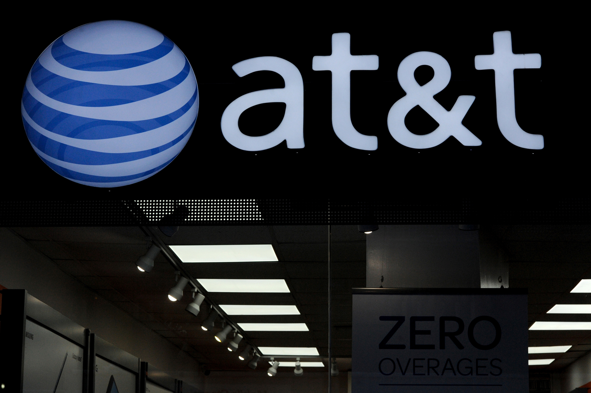 AT&T is Putting its Fake 5G Logo on iPhones Too