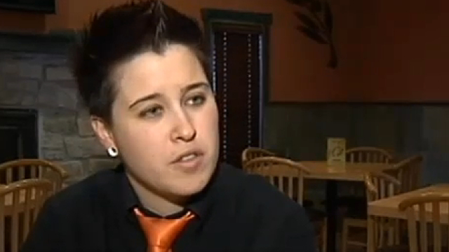 Waitress in anti-gay receipt flap reportedly issuing refunds to donors