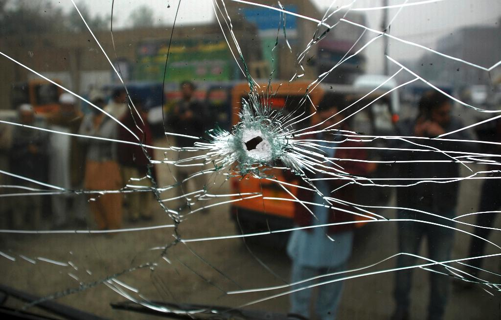 Bomb kills 3 paramilitary officers in northwestern Pakistan