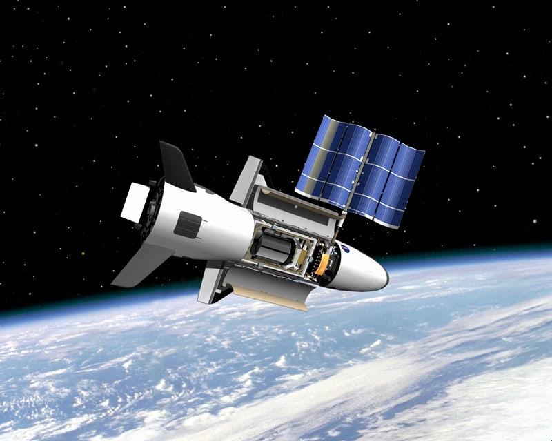 Secretive X-37B military space plane marks 700 days in orbit