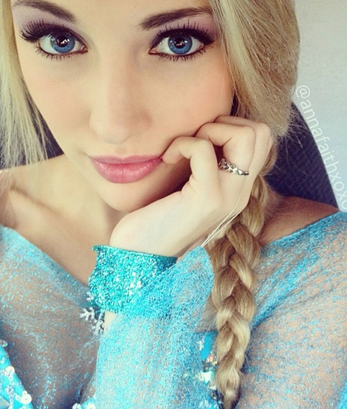 Model Anna Faith looks just like Elsa from 'Frozen'