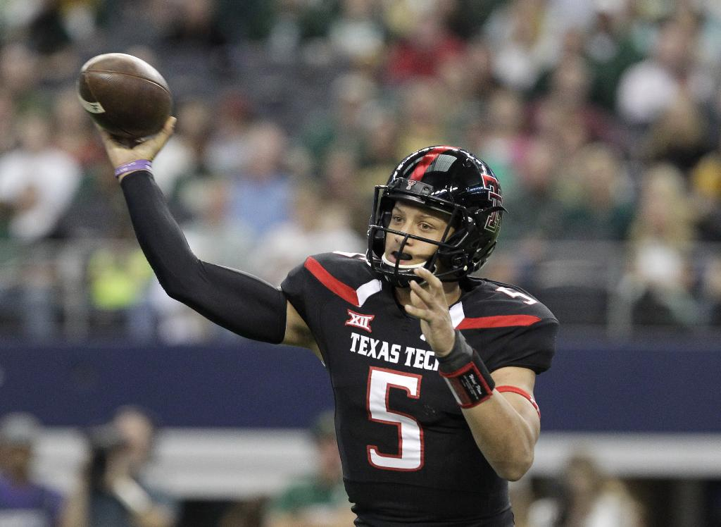 Texas Tech's Mahomes sets Big 12 freshman record with his 598 yards passing in loss to Baylor