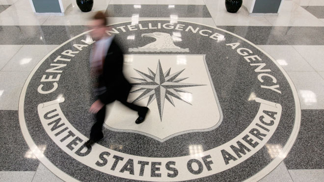 Γυναίκα κατηγορείται για καταπάτηση στο αρχηγείο της CIA φέρεται να σπάει δικαστική απόφαση, δείχνει μέχρι Ομπάμα σπίτι