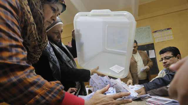 Egyptian voters overwhelmingly back new constitution, official says