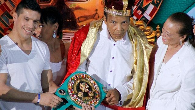 Boxing legend Muhammad Ali hospitalized with mild case of pneumonia