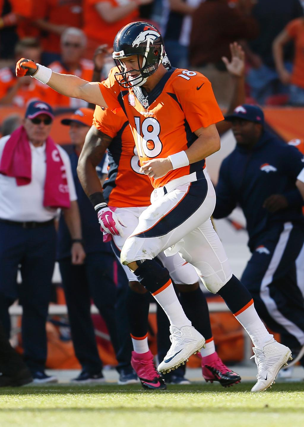 Peyton Manning quietly approaches Brett Favre's all-time record of 508 TD throws