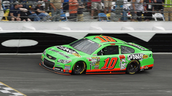 Danica Patrick becomes first woman to lead lap at Daytona 500