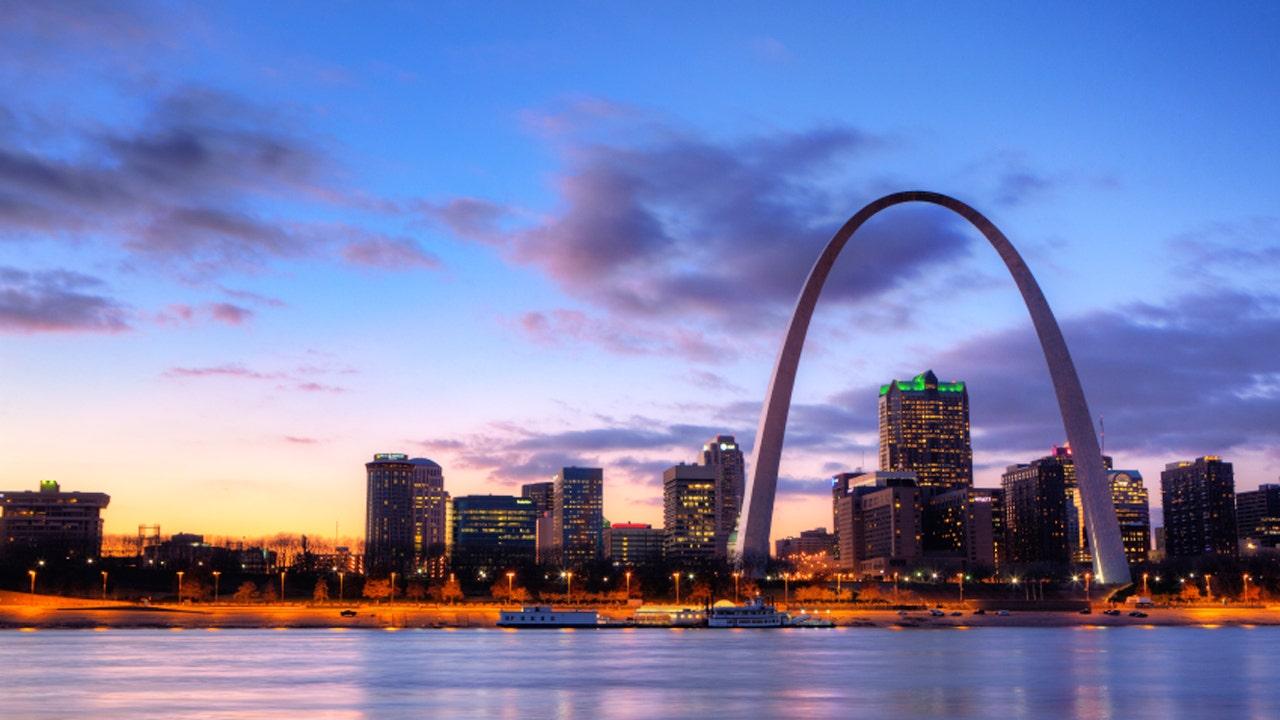 'Good Samaritan' saves man's life after St. Louis stabbing, but says credit belongs to the 'real heroes'