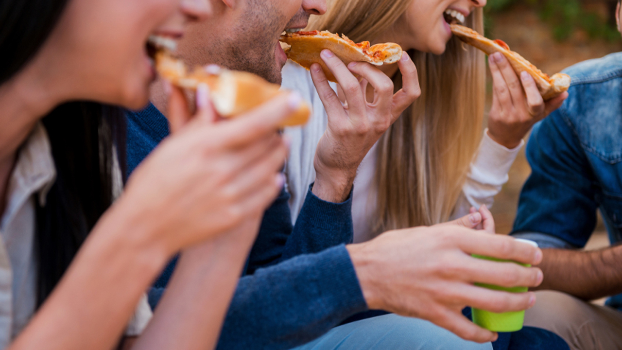 Men eat more when they dine with women, study finds