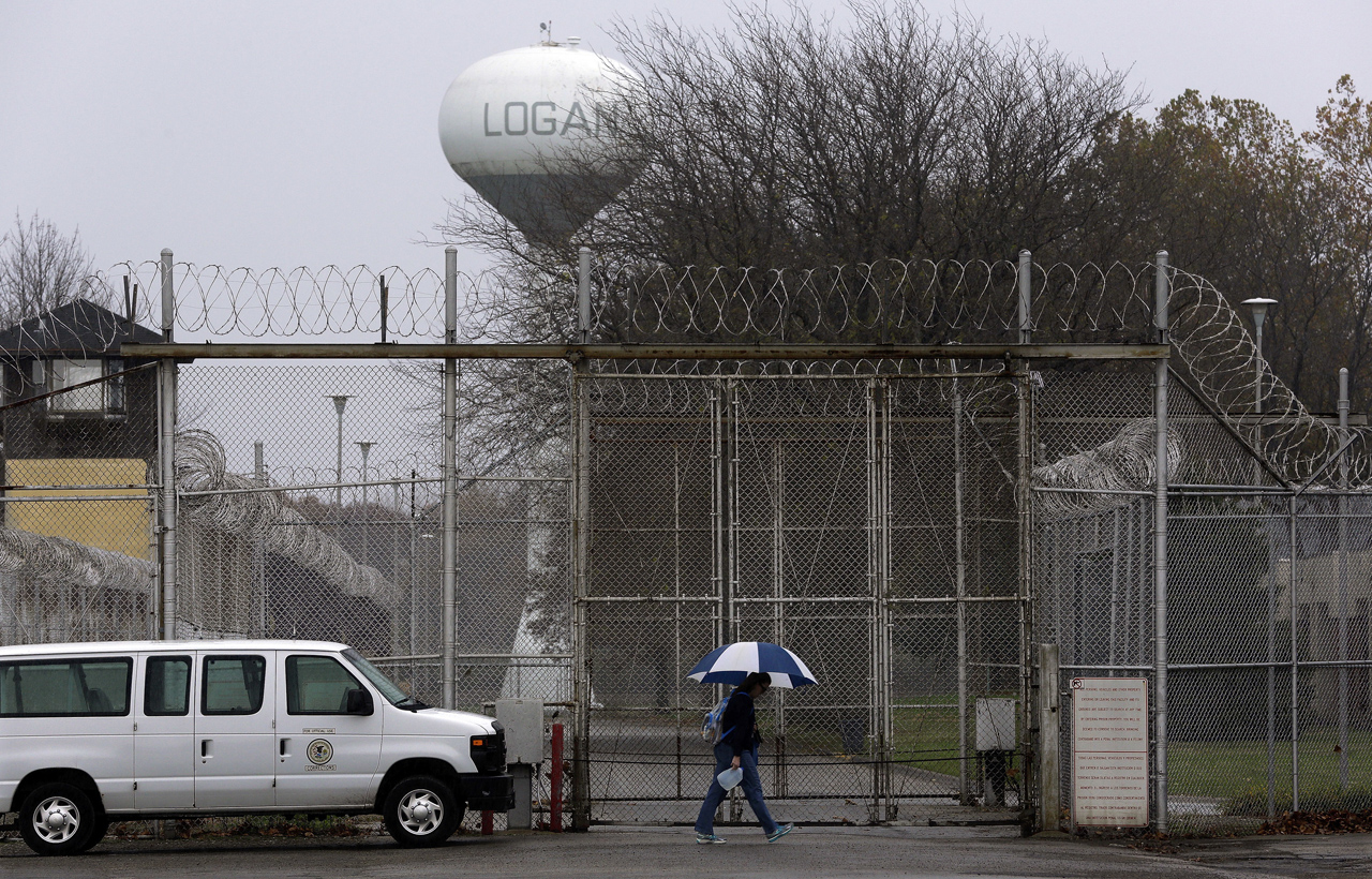 Study suggests Illinois women's prison disciplines inmates too harshly