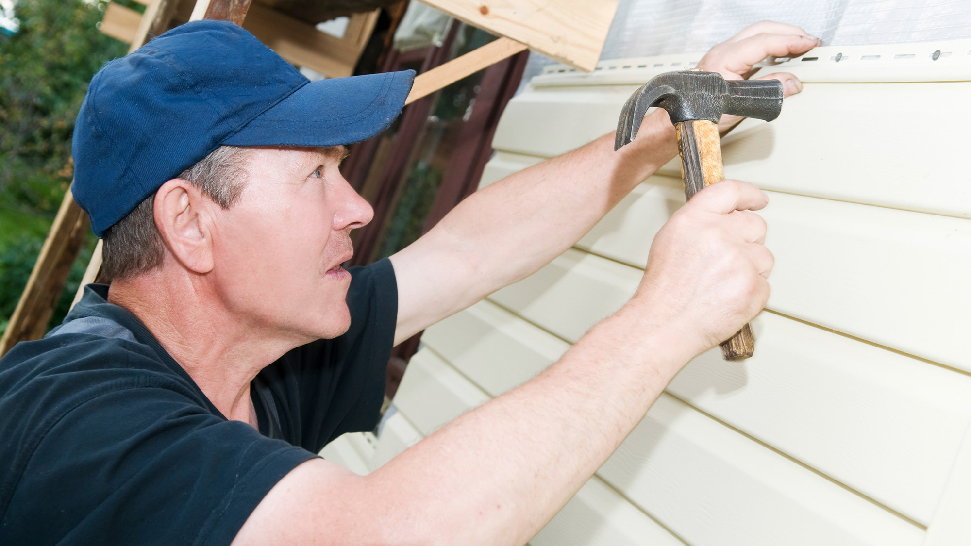 How to Install Vinyl Siding -- the Home Exterior That's Hot Again