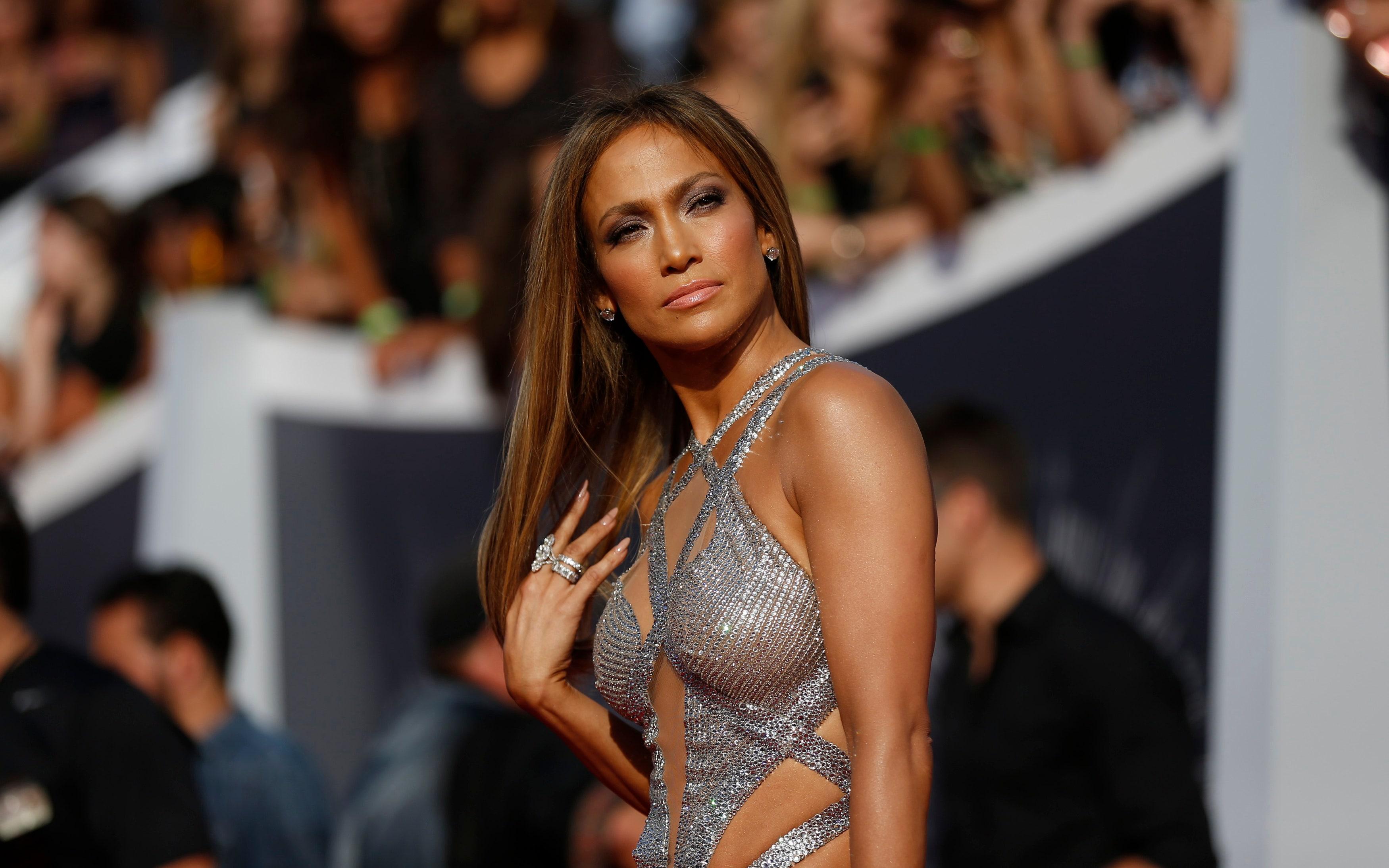 Jennifer Lopez admits that huge entourage damaged her relationships