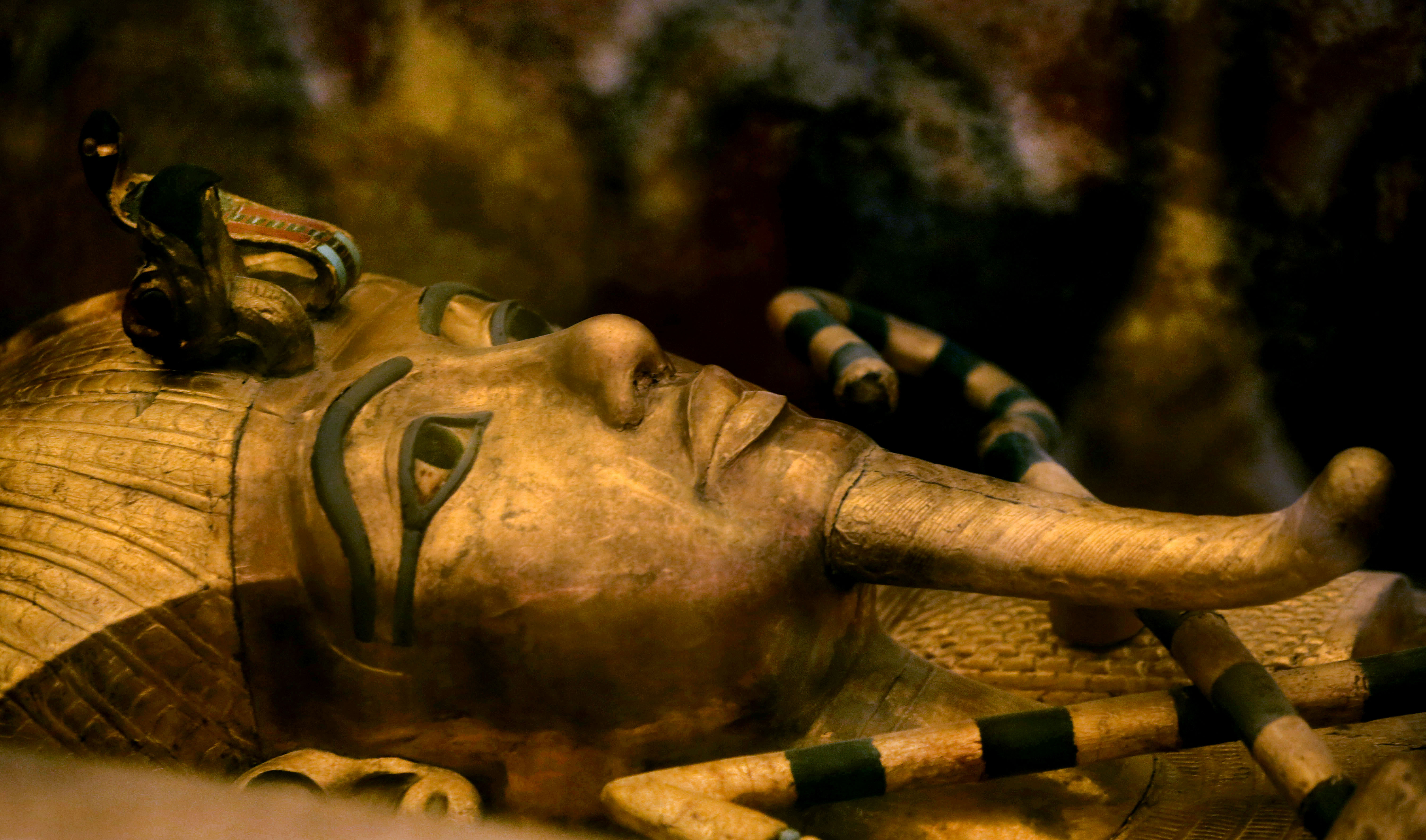 Experts doubt claims of 'hidden chambers' in King Tut's tomb