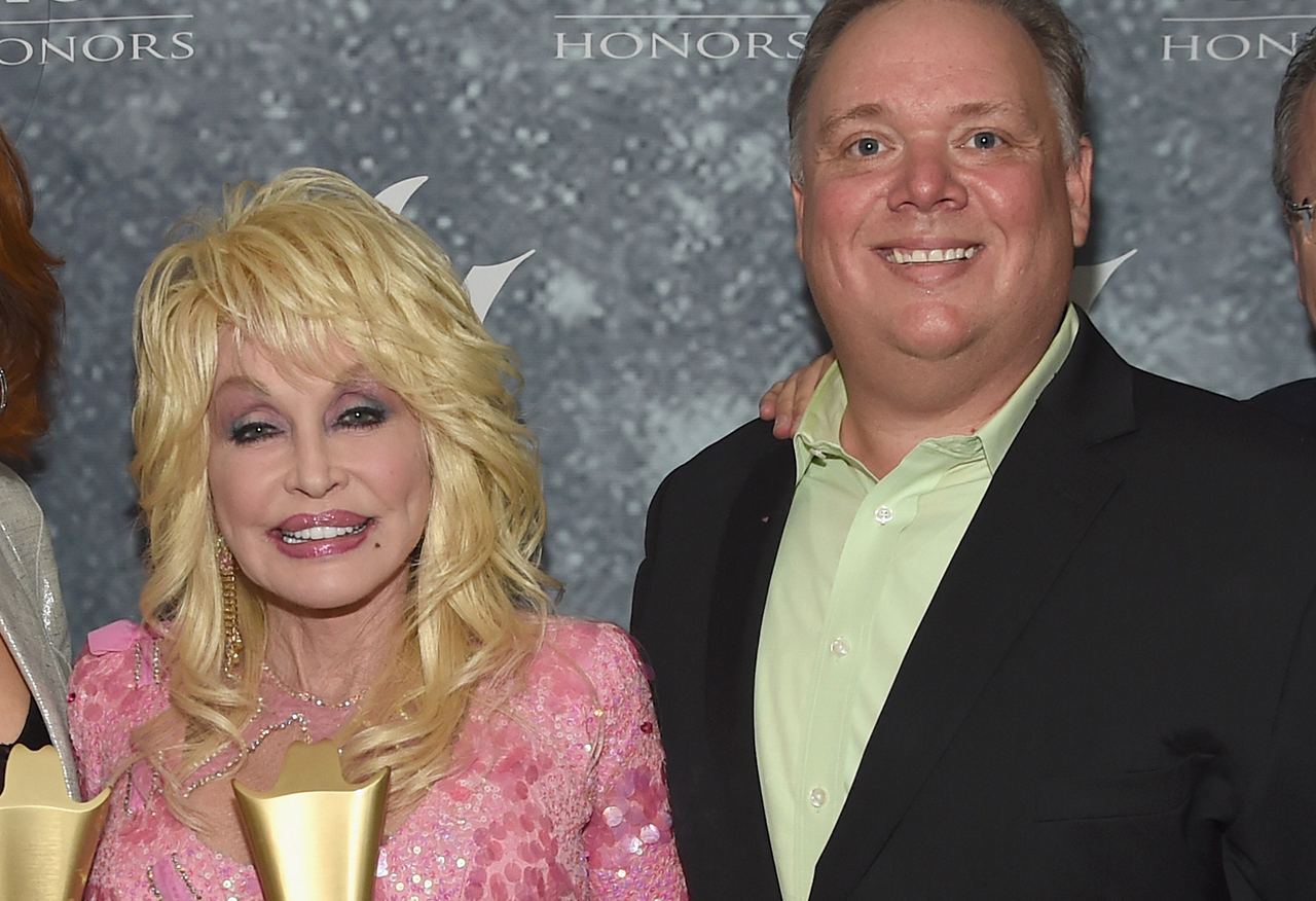 Dolly Parton posed at CMA Awards with former publicist Kirt Webster, gets slammed by sister Stella - Fox News