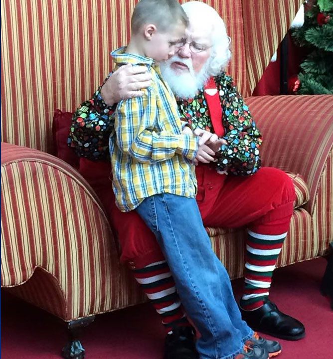 Mall Santa's message to young autistic boy goes viral