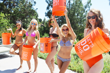 Playmates take on the Ice Bucket Challenge