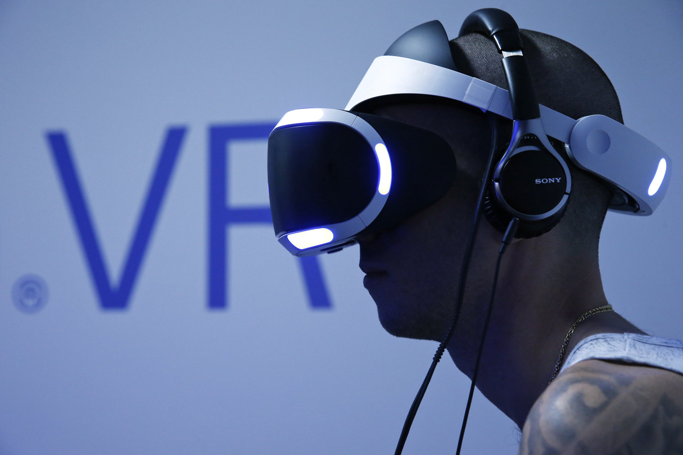 PlayStation VR headset rumored for fall launch
