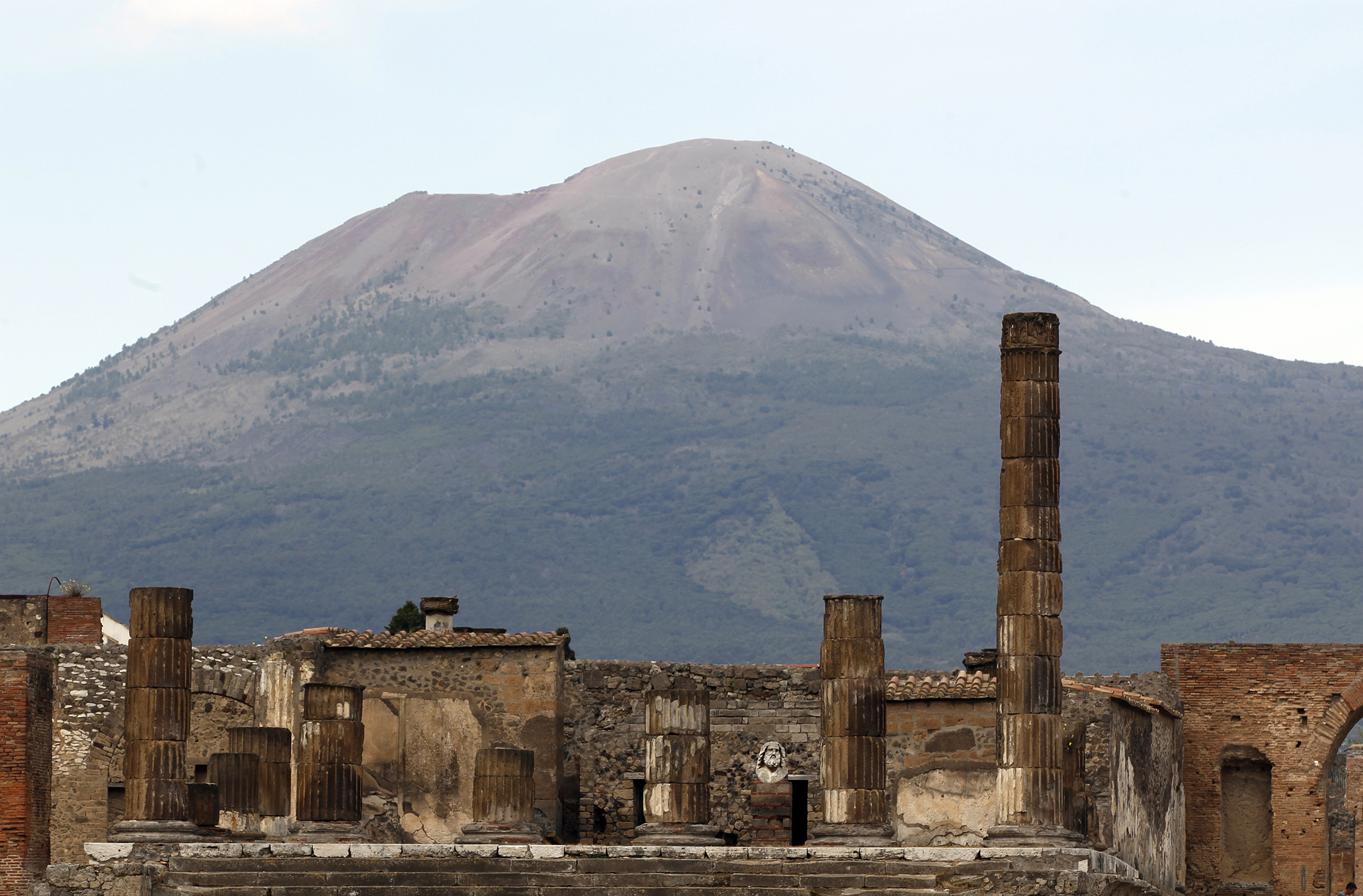 Pompeii ruins 'hiding 10 unexploded WW2 bombs,' archaeologists warn thumbnail
