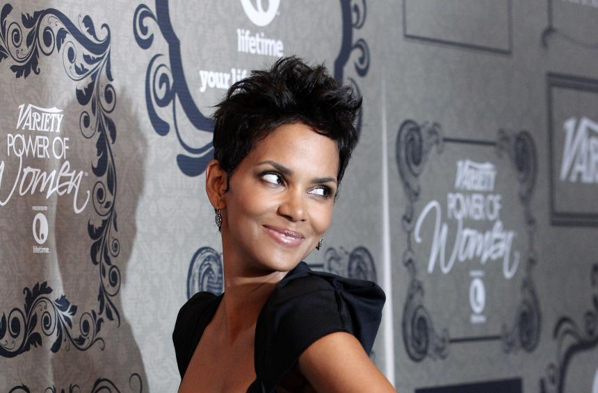 Westlake Legal Group rt_halle_berry_0 Halle Berry shares sultry throwback photo laying on bed of strawberries: 'Best berry pun wins' Julius Young fox-news/person/halle-berry fox-news/entertainment/celebrity-news fox-news/entertainment fox news fnc/entertainment fnc article 99dee81e-13c2-55cc-9232-21b7c626d446