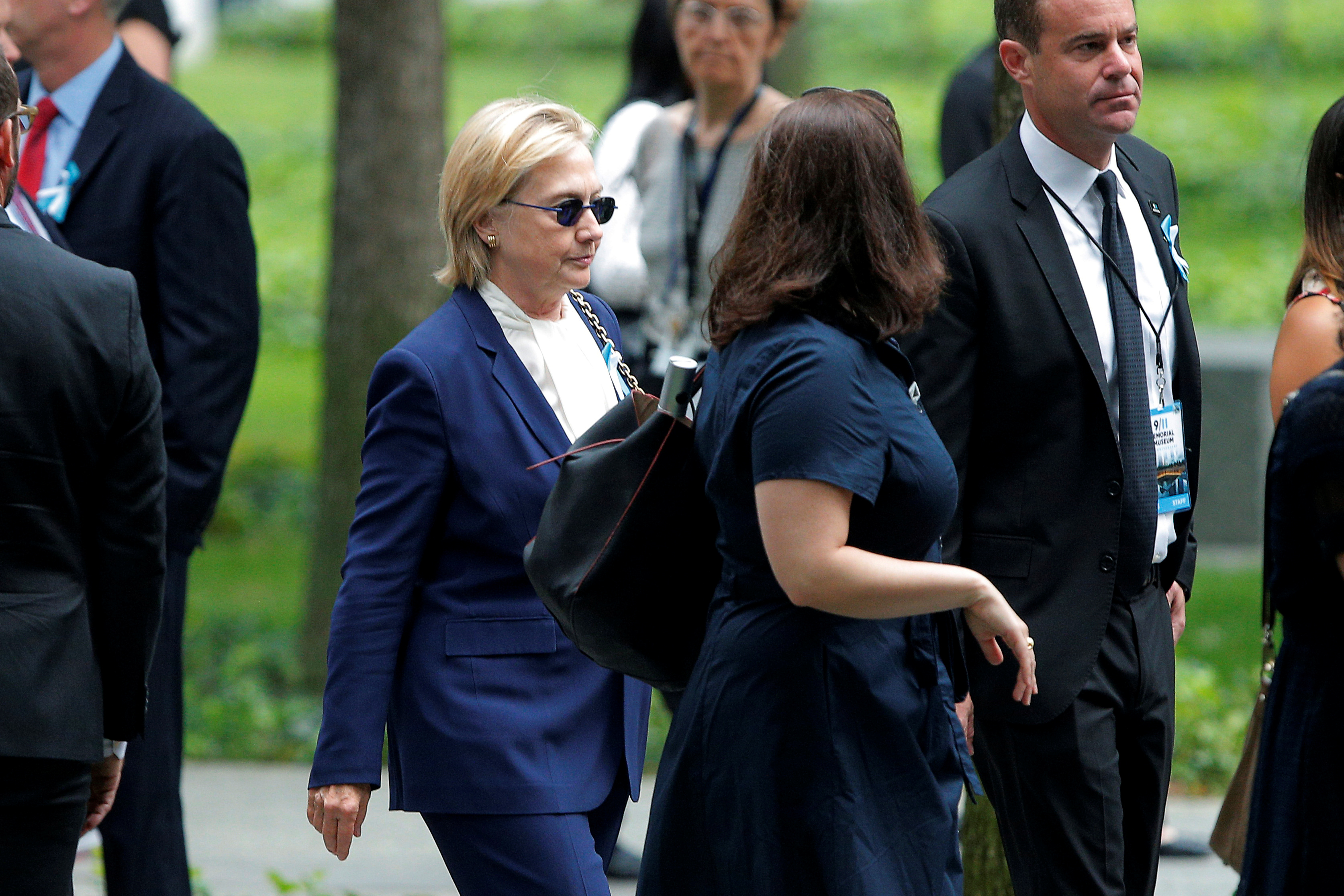 Hillary Clinton's pneumonia: Is she contagious?