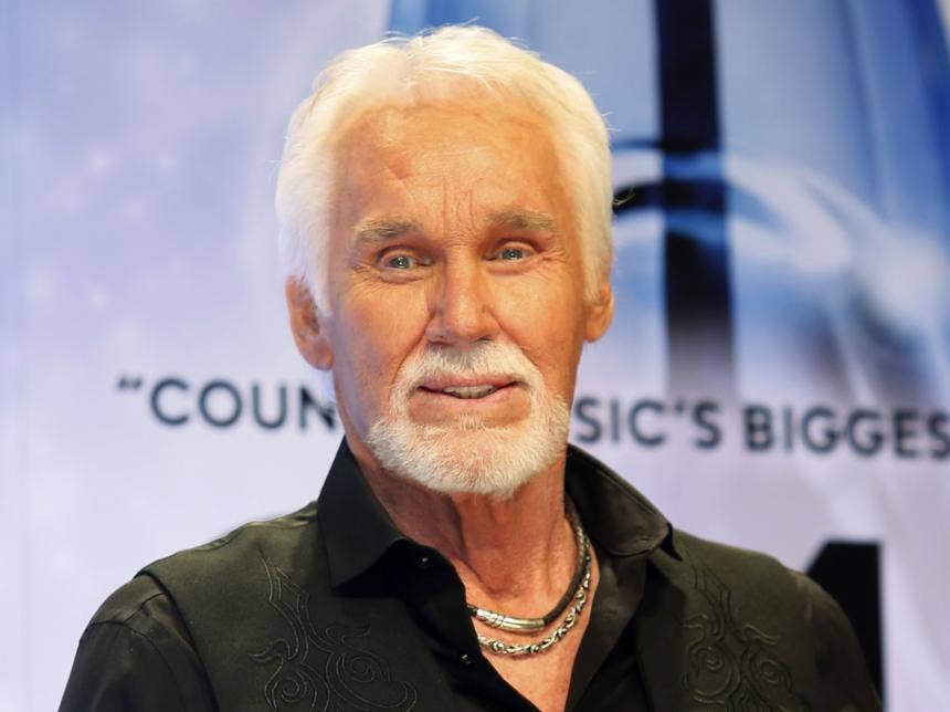 Kenny Rogers, η μουσική της χώρας εικονίδιο, πεθαίνει στο 81