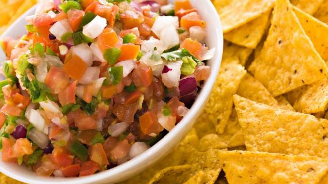 Massive brawl erupts inside Mexican restaurant in Dallas over chips and salsa