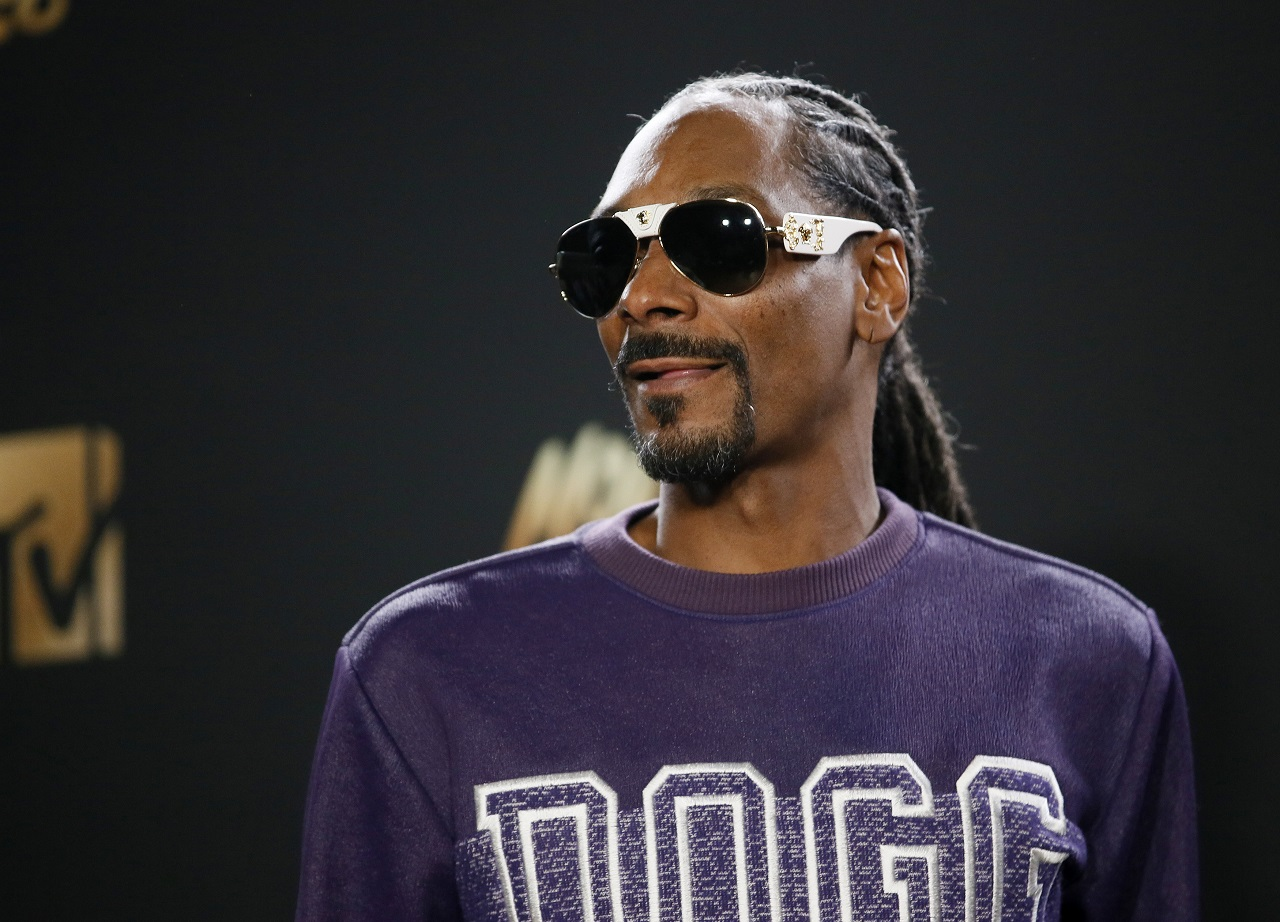 Snoop Dogg smokes marijuana near the White House, says 'F--- the President'