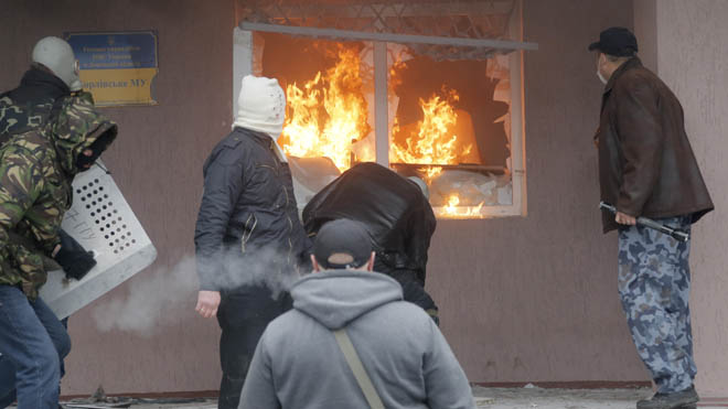 'Violence and incitement': US, allies scramble to ease new Ukraine standoff