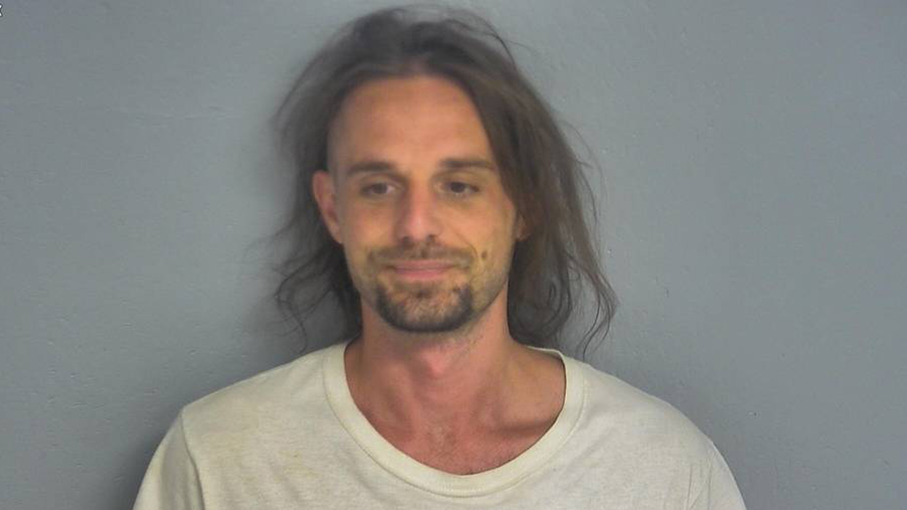 Man's 'how to' video for removing ankle monitor leads to felony charge, authorities say