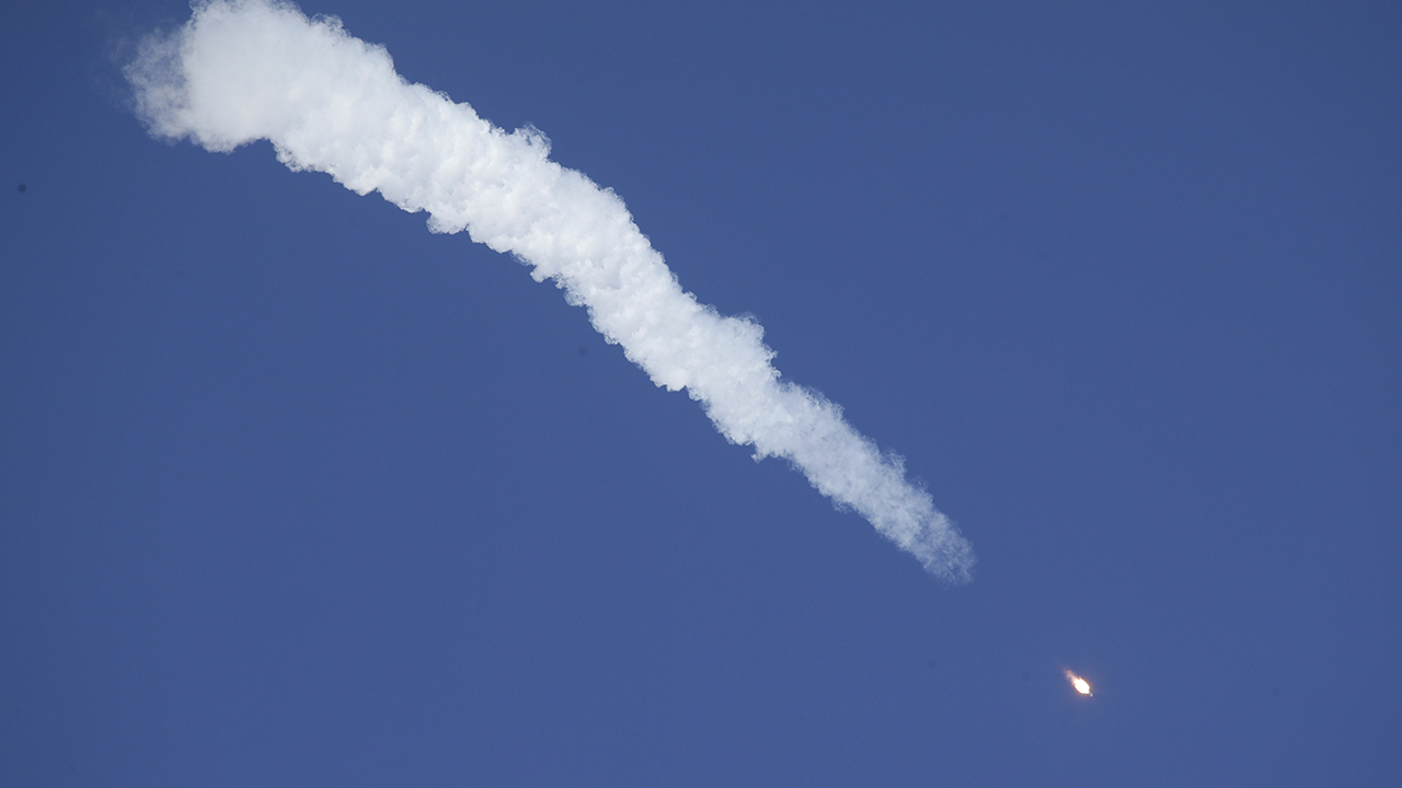 US, Russian astronauts make dangerous ballistic re-entry into Earth's atmosphere after rocket fails