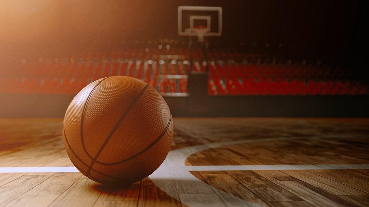 Cựu cầu thủ bóng rổ của bang Pennsylvania chuyển nhượng sau khi HLV đưa ra nhận xét 'thòng lọng'