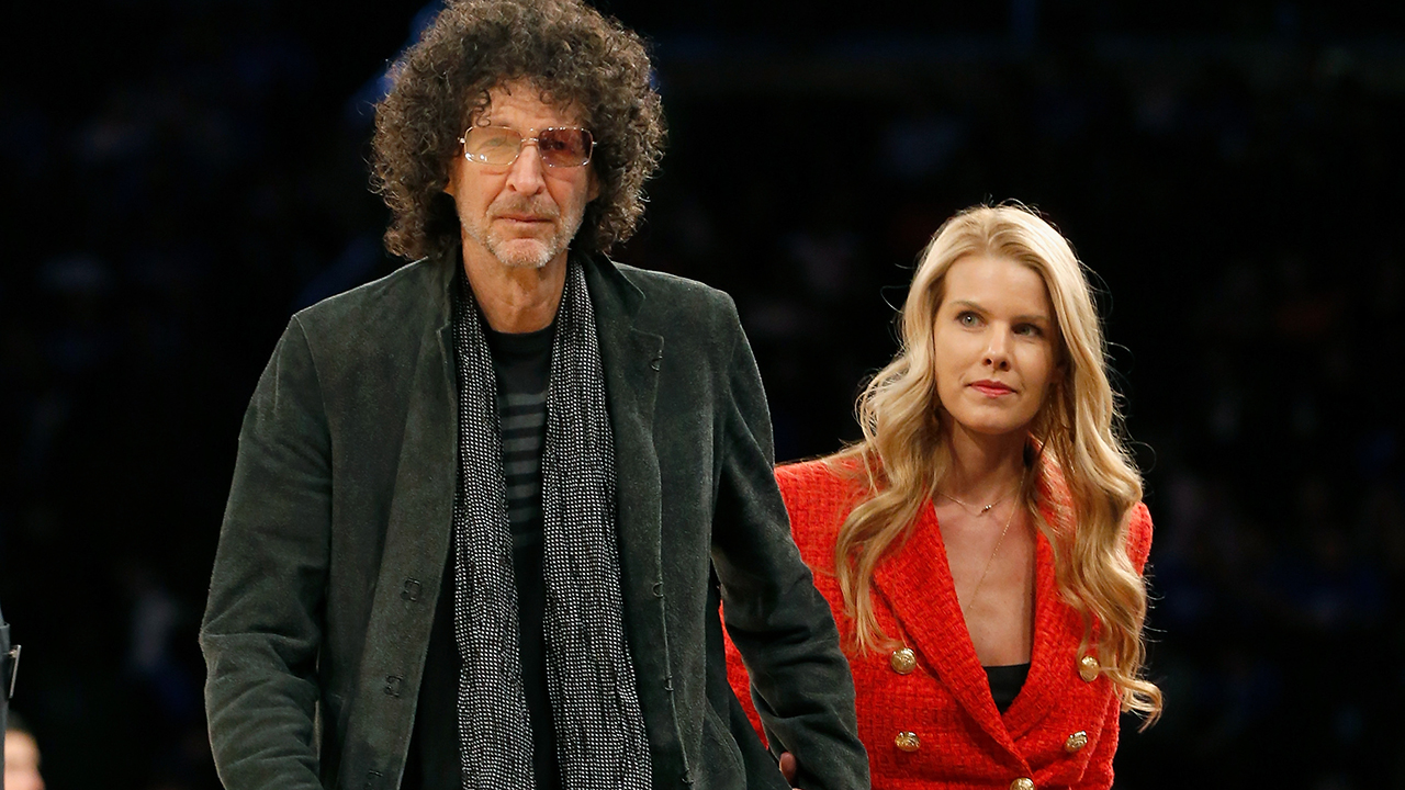 Howard Stern remarries on 'Ellen,' with 'Bachelor' Colton Underwood officiating