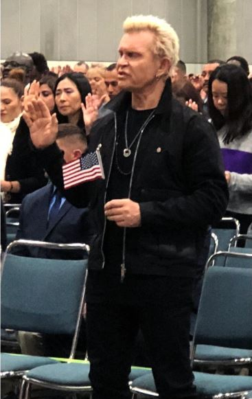 Billy Idol becomes US citizen, holds flag as he takes oath