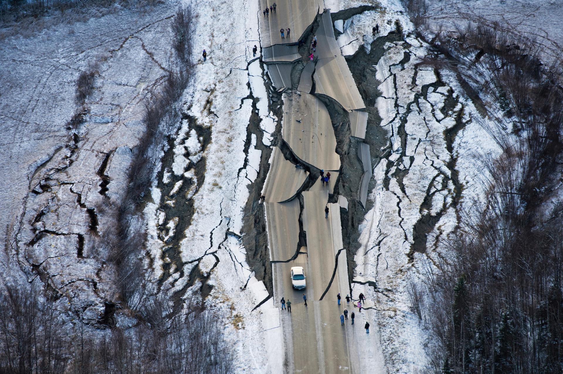 Hundreds of aftershocks shake Alaskans following big quake