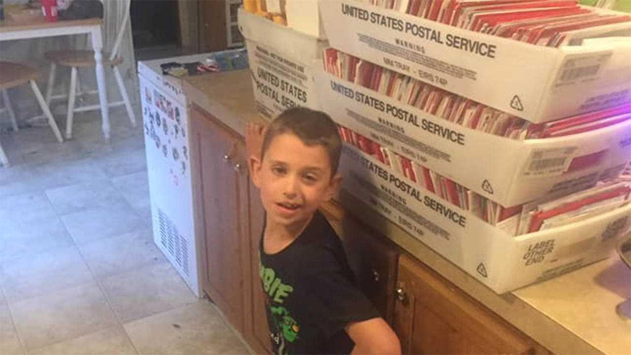 Boy with terminal brain tumor receives thousands of Christmas cards, trip to Fiesta Bowl