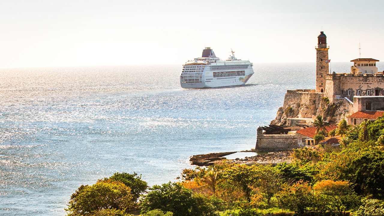 Cruise passengers stranded after failing to pay attention to ship announcement