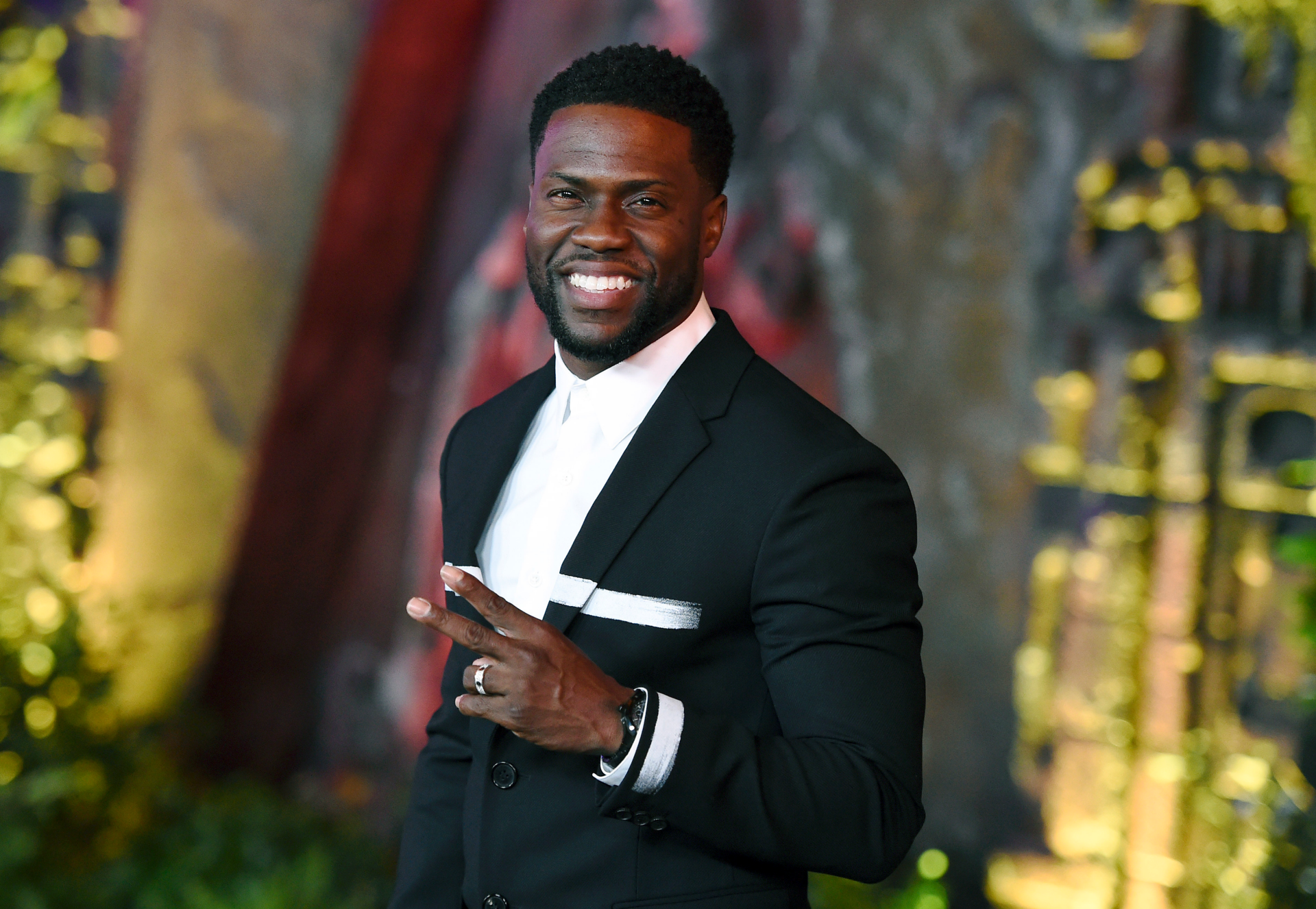 Kevin Hart's most controversial comments, from lewd Trump dig at MTV VMAs to Super Bowl rant - Fox News thumbnail