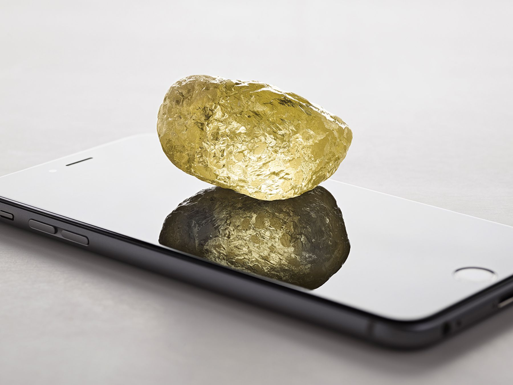 552-carat yellow diamond found in Canada, largest ever in North America