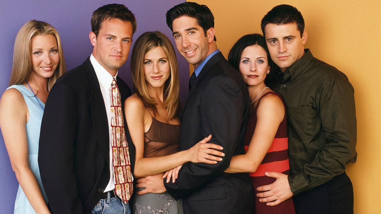 Courteney Cox celebrates birthday with 'Friends' co-stars Jennifer Aniston and Lisa Kudrow