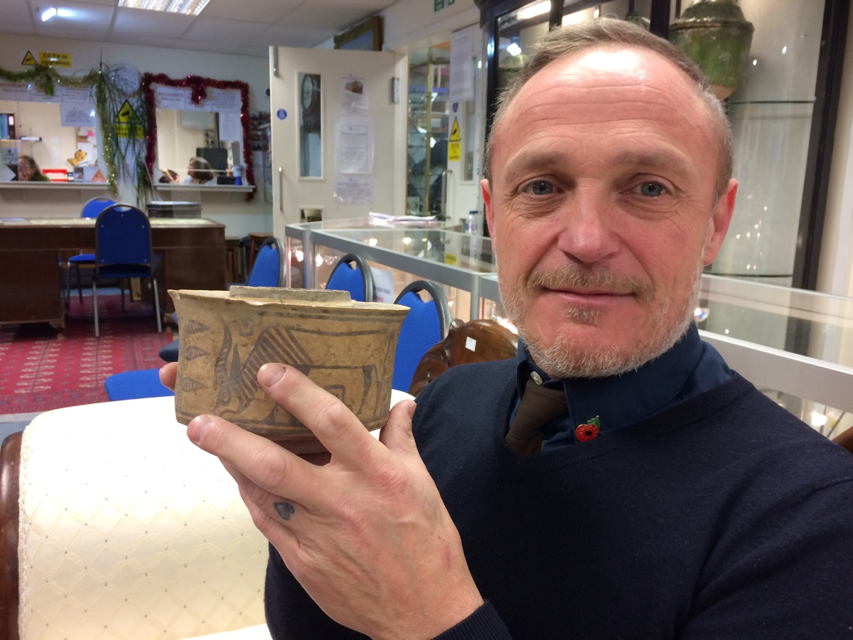 Man unknowingly buys 4,000-year-old pottery at flea market, uses it as toothbrush holder