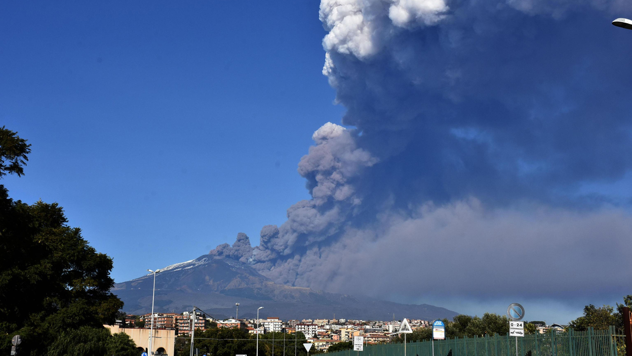 Mount Etna eruption triggers earthquake in Sicily, injuring at least 10 people