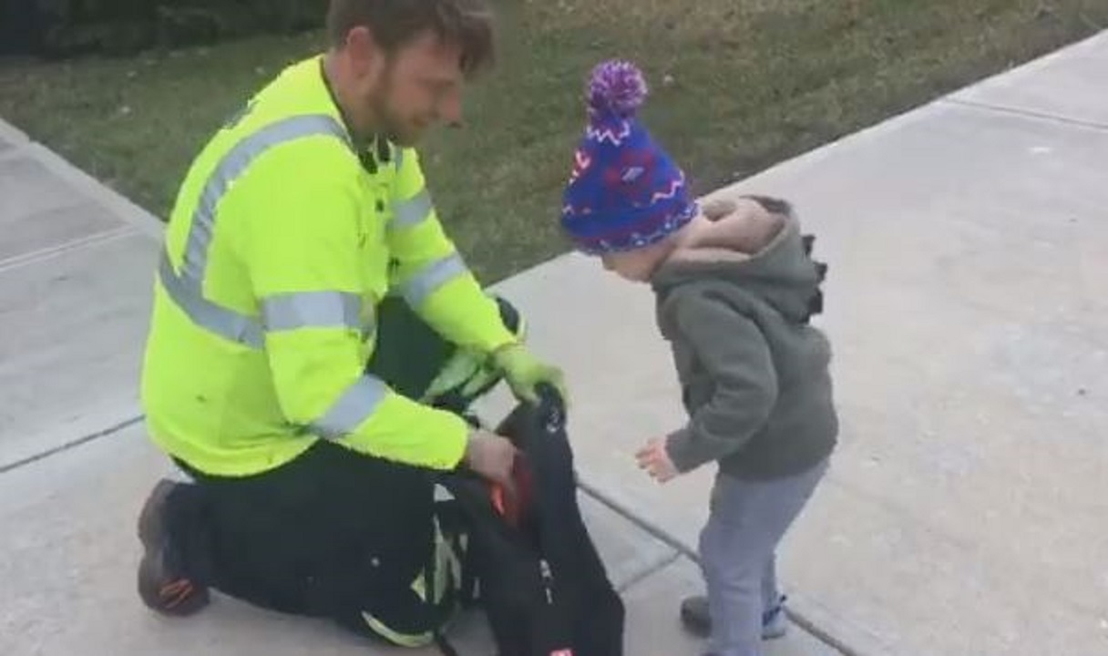 Two-year-old who loves garbage trucks gets surprise swag from trashman